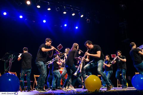 Gran actuación de la Cobla Bisbal Jove en el Sona Amer